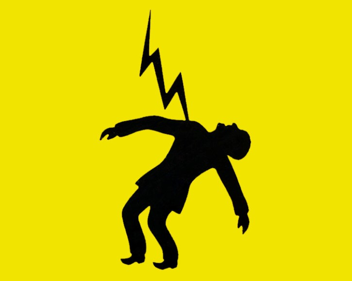 hombre electrocutado