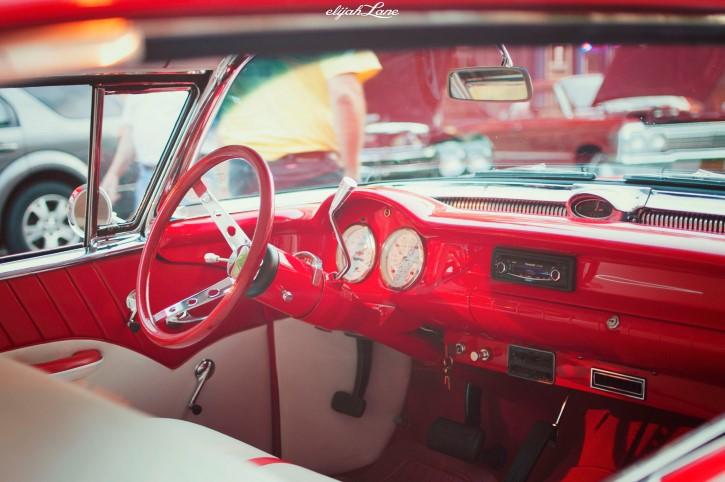 interior de un auto clasico