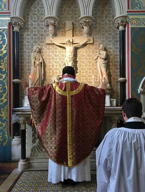 misa catolica padre