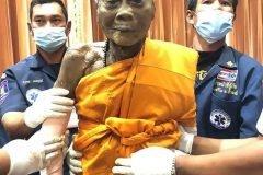 monje budista muerto sonrie