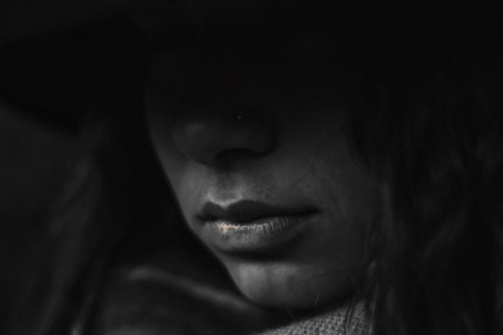 Rostro De Mujer Oscuro