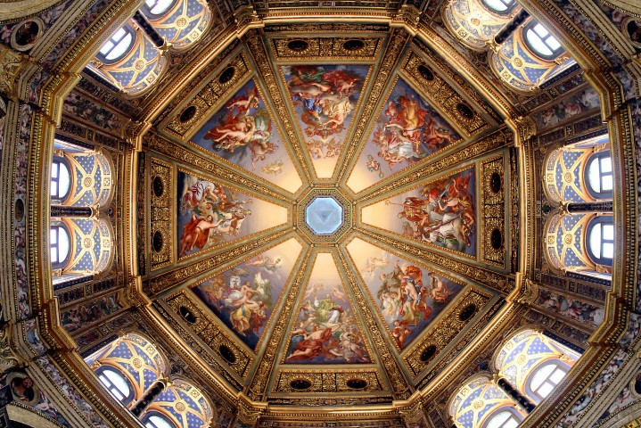 techo de iglesia con arte sacro Tempio Civico della Beata Vergine