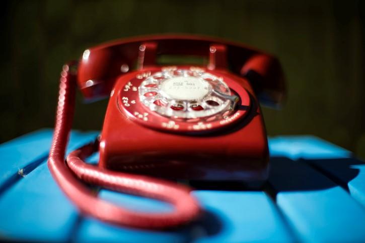 telefono dial rojo vintage