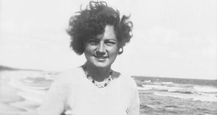 Geli raubal en la juventud fotografia en una playa