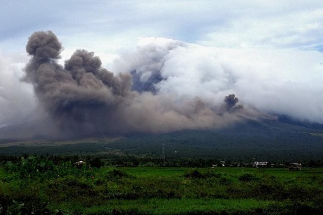 abrazo nube polvo volcan