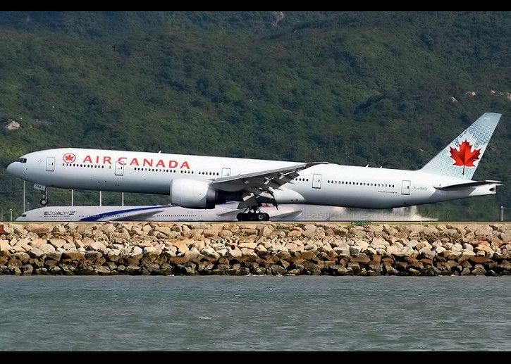 Avion De Air Canada En La Pista