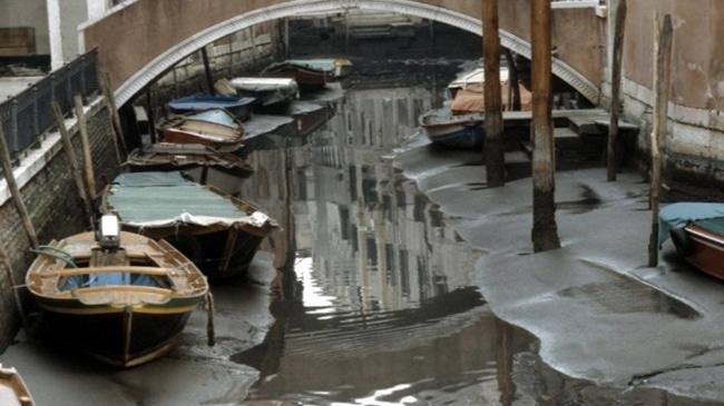 Canales de venecia secos (1)