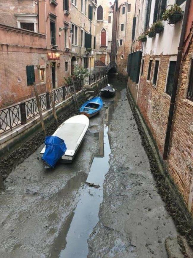 Canales de venecia secos (3)