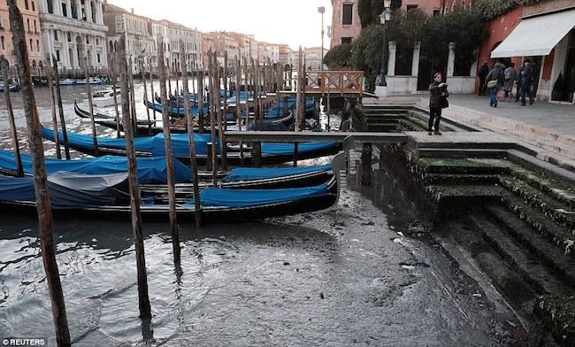 Canales de venecia secos (4)