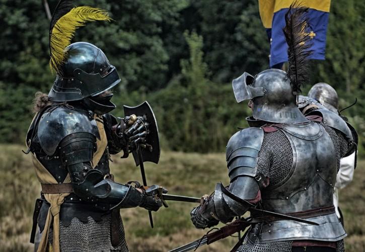 Dos caballeros medievales pelean