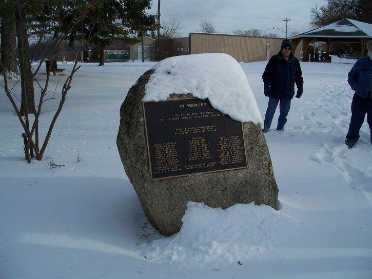 Monumento a las victimas escuela de bath