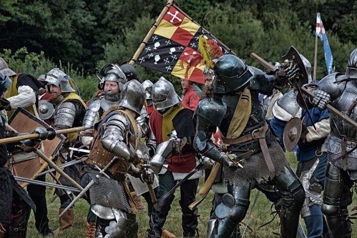 Representación de un combate entre caballeros mediebales