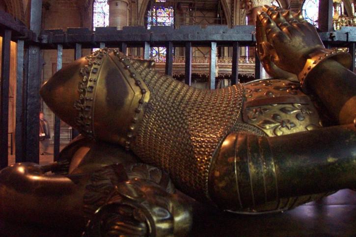 Sepultura de un caballero medieval