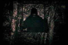 Hombre invisible terror bosque