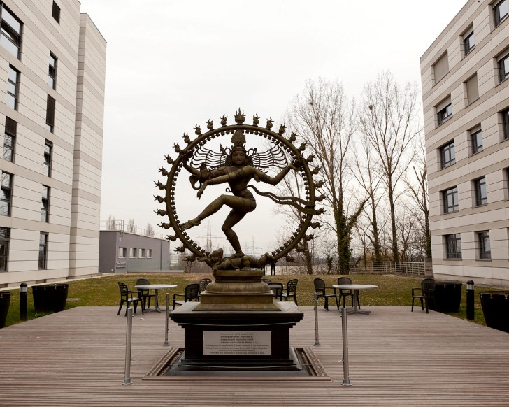 Estatua de shiva en el cern