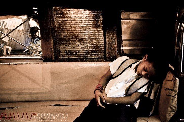 Estudiante dormido en camion