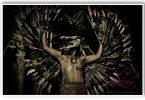 Guerrero azteca alado con mascara