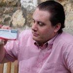 Hombre asegura «se volvió» homosexual tras ingerir un analgésico