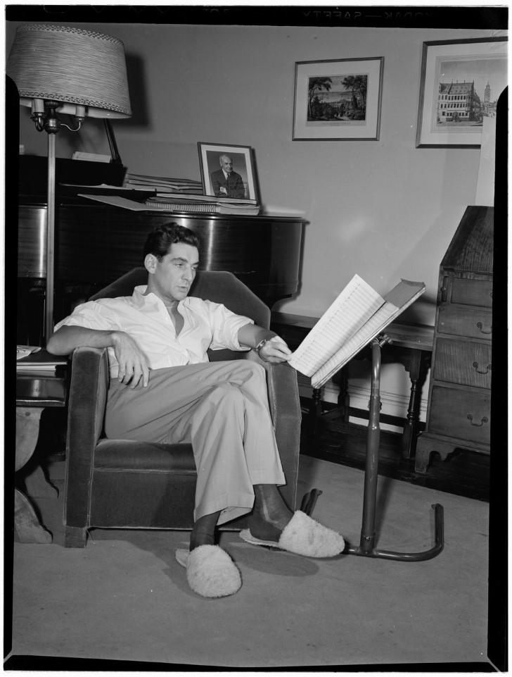 Leonard bernstein en su apartamento en ny