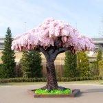 Un árbol de cerezo hecho con 800 mil piezas de LEGO