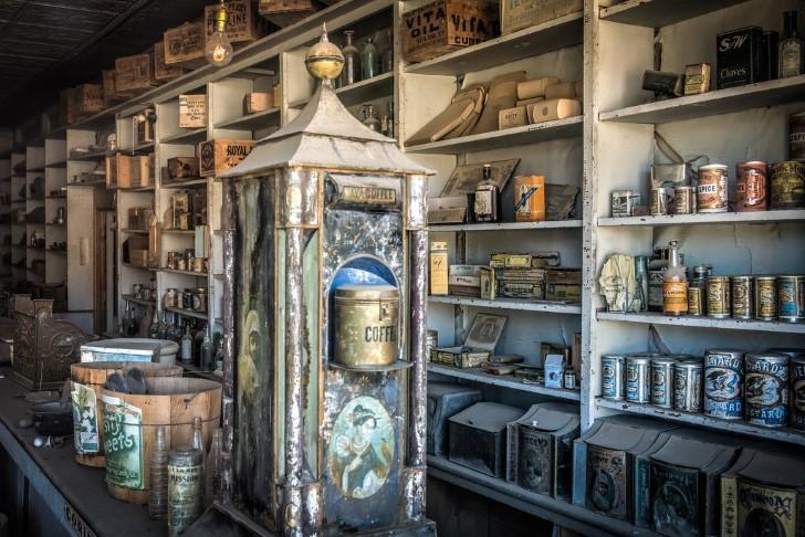 Interior tienda abandonada en bodie