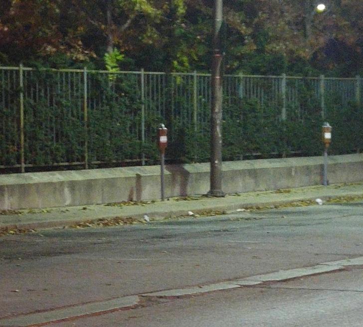 Perturbador sombra en la calle