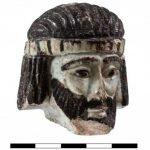 Cabeza busto de rey en abel beth maaca