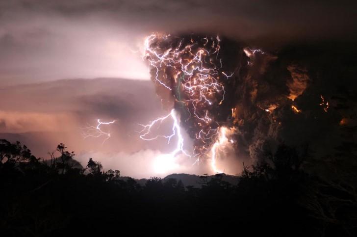 Erupcion volcanica violenta