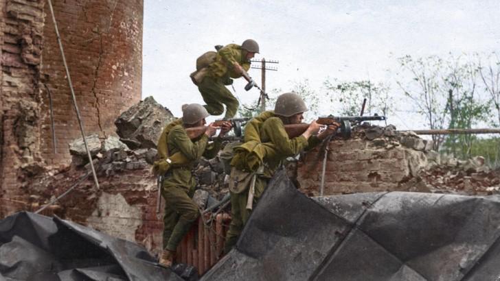 Soldados sovieticos en stalingrado