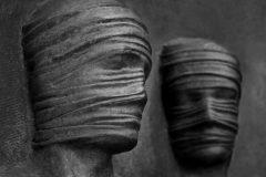 Atrapados escultura