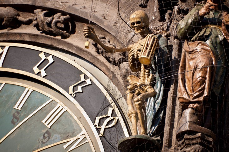 Calavera reloj astronomico de praga