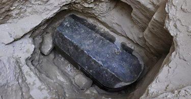 Sarcofago negro alejandria egipto (2)