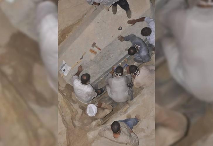 Sarcofago negro alejandria egipto (3)