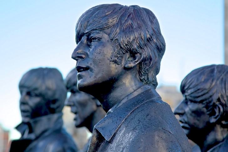 John lennon estatua