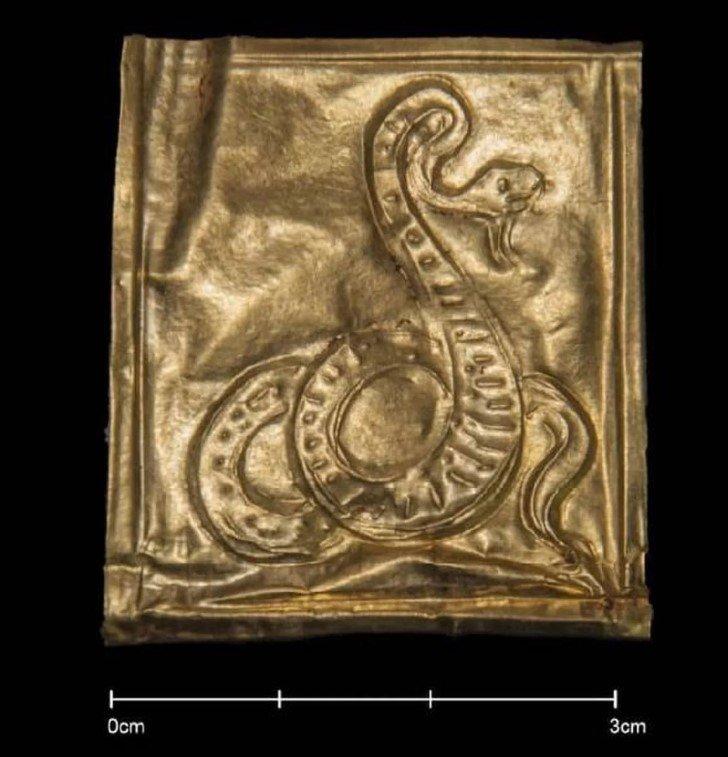 Imagen serpiente sarcofago alejandria