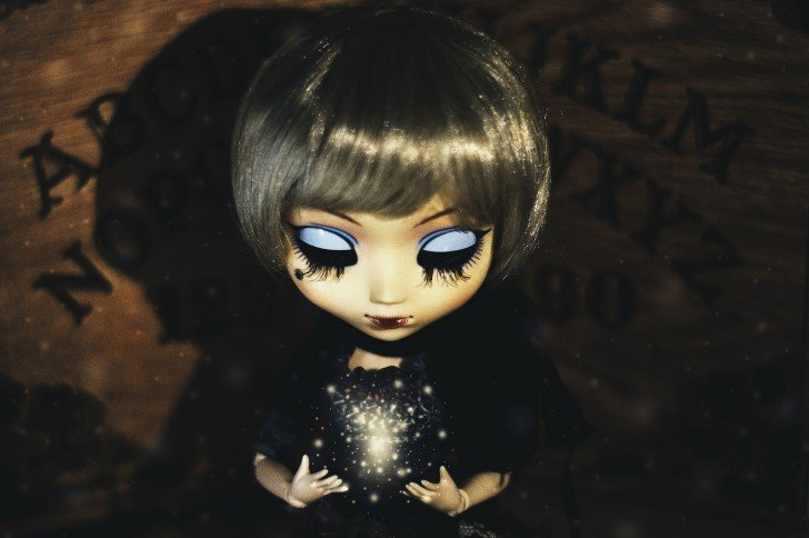 Muñeca triste ouija