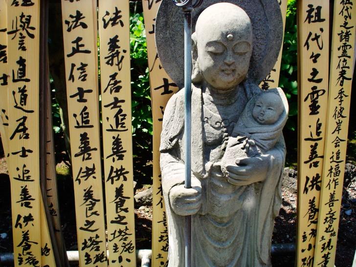 Madre e hijo mizuko jizo en izu