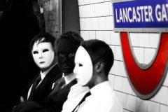 rostros ocultos tras una mascara