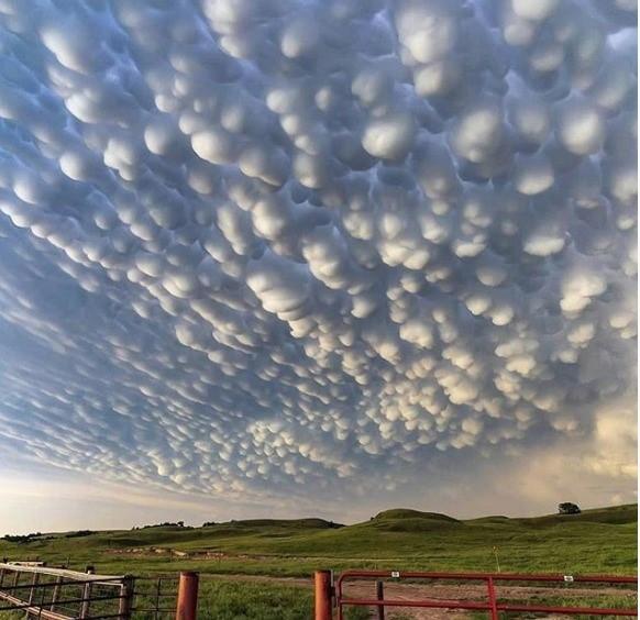 nubes extrañas