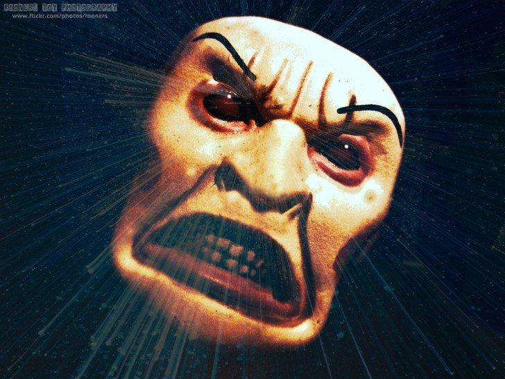 Rostro monstruoso furioso