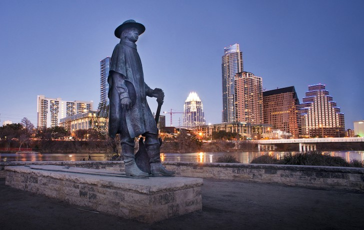 Stevie ray vaughan escultura en austin