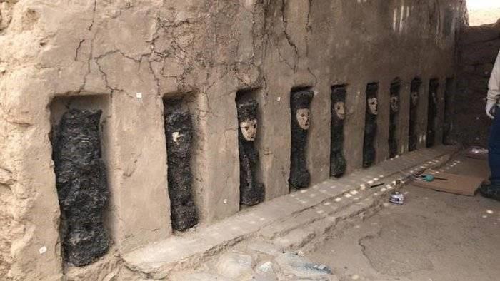estatuas enmascaradas en chan chan