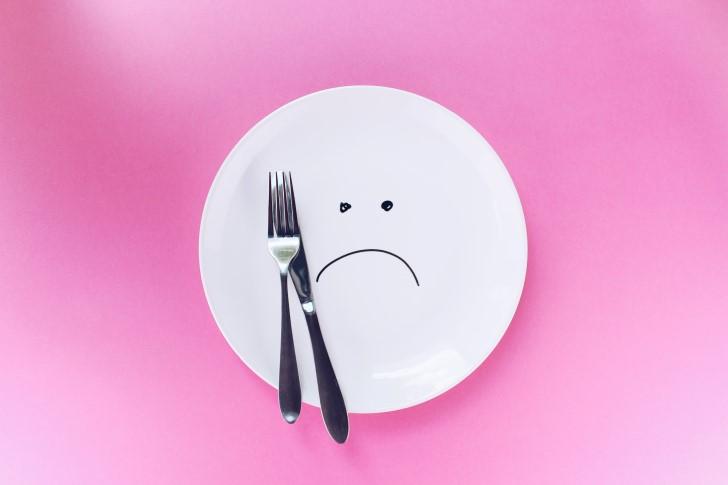 plato cara triste