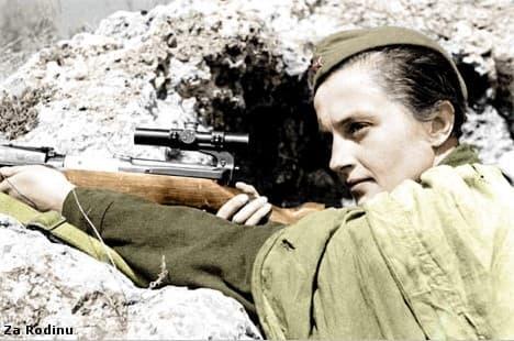 Liudmila Pavlichenko posa para la foto