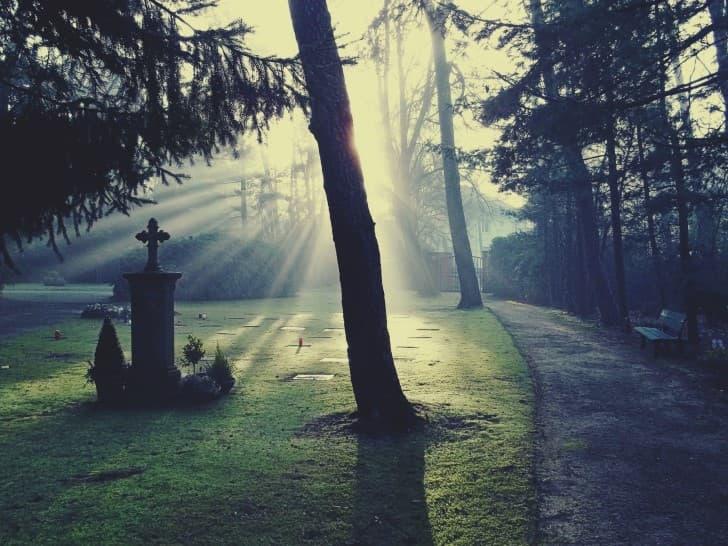 cementerio al amanecer