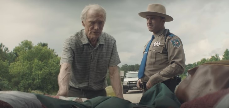Escenas de pelicula the mule detencion leo sharp