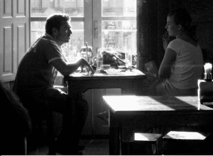 amigos en una restaurante