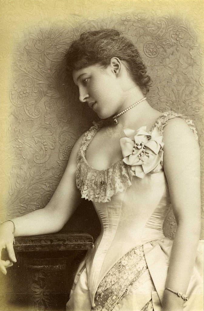 foto antigua mujer con corse