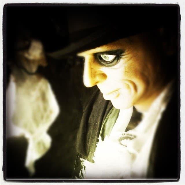 hombre ojos aterradores