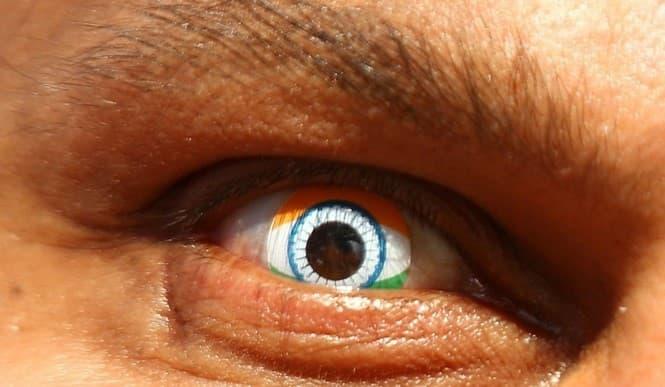 lente de contacto binoculares bandera de india